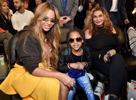 Beyoncé and Blue Ivy Pose for Selfies During NBA All-Star